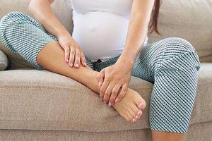 Mẹ bầu bị phù chân cần lưu ý những gì?