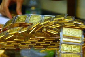 Vàng bị bán tháo, ngấp nghé xuyên thủng ngưỡng quan trọng