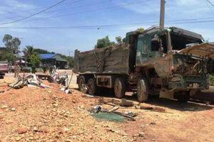 Thanh Hóa: Xác định danh tính 3 người tử vong do xe tải lật đè bẹp xe con