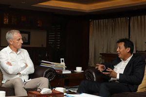 Rời Myanmar, ông Eric đến Việt Nam làm giám đốc kỹ thuật