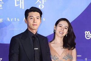 Không đợi được Hyun Bin - Ye Jin cùng xuất hiện, dân mạng ghép ảnh đùa mà như thật