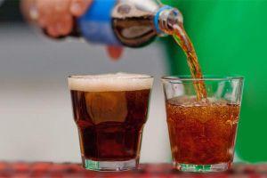 Người phụ nữ 34 tuổi tử vong vì uống 2 lít nước ngọt mỗi ngày