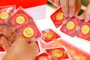 Giá vàng SJC ít biến động khi vàng thế giới giảm mạnh