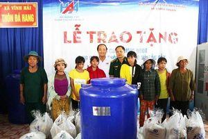 Tặng bồn chứa nước và quà cho đồng bào Ra Glai ở Ninh Thuận