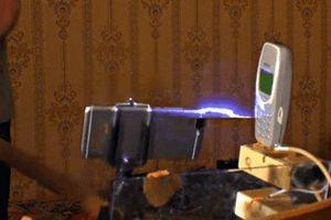Chuyện gì sẽ xảy ra nếu sạc Nokia bằng dòng điện 1 triệu Volt?