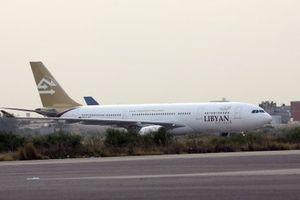 Máy bay phải chuyển hướng vì rốc két bắn về phía sân bay ở thủ đô Tripoli của Libya