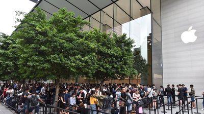 Báo quốc tế ngạc nhiên khi người Việt xếp hàng thâu đêm chờ iPhone XS