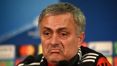 HLV Mourinho khen hàng thủ MU chắc chắn