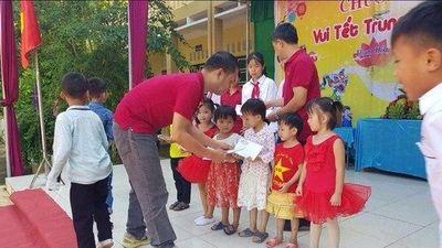 CLB Otofun Thanh Hóa hỗ trợ người dân, trao quà Trung thu cho trẻ em vùng lũ Mường Lát