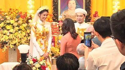 Lan Khuê diện áo dài, rạng rỡ bên đại gia John Tuấn Nguyễn trong lễ ăn hỏi