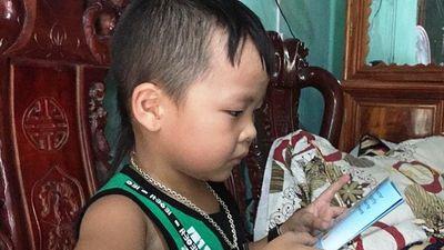 Báo nước ngoài kinh ngạc trước khả năng 'bắn' tiếng Anh như gió của cậu bé Hà Tĩnh