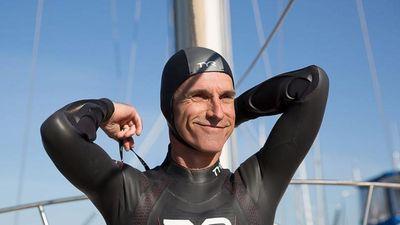 Người đàn ông bơi qua Thái Bình Dương sắp chạm mốc 1/5 quãng đường