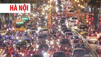 Phố Hà Nội lại thành sông sau cơn mưa lớn