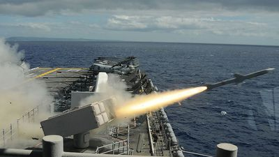 Sức mạnh khủng khiếp của tổ hợp tên lửa RIM-7 Sea Sparrow
