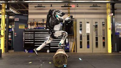 Robot biết nhận diện vật cản và bật nhảy như người thật