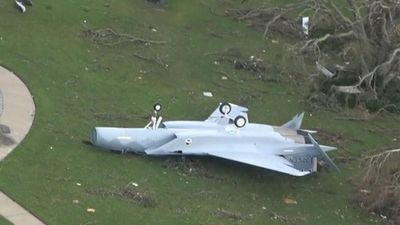 Hãi hùng cảnh căn cứ F-22 sau khi bị bão Michael 'quậy tung trời'