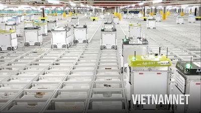 Dạo quanh kho hàng toàn robot của nhà bán lẻ thực phẩm lớn nhất thế giới