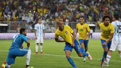 Argentina thua cay đắng Brazil ở phút bù giờ