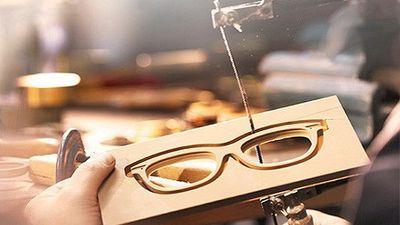 Bên trong xưởng sản xuất kính mắt Burberry siêu sang chảnh