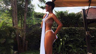Clip: H'Hen Niê khoe vòng ba 97cm, nhăm nhe soán ngôi 'đệ nhất hông' Angela Phương Trinh