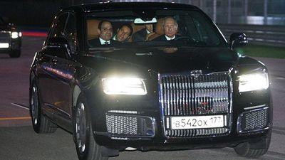 Tổng thống Ai Cập được đích thân ông Putin chở bằng siêu xe đi thăm đường đua