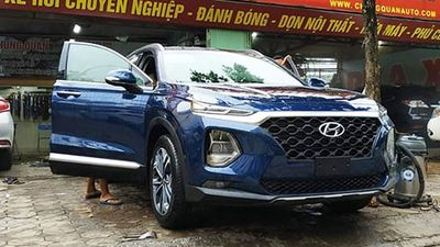Hyundai SantaFe 2019 bất ngờ đi 'làm đẹp' ở Hà Nội