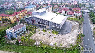 Sân khấu nhà hát trăm tỉ ở Hà Nội chưa bao giờ lên đèn
