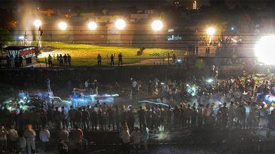 Tàu hỏa lao thẳng vào đám đông ở Ấn Độ, hơn 60 người thiệt mạng