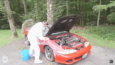 Quá trình làm sạch một chiếc xe bị bỏ trong rừng 10 năm