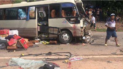 Xe khách đấu đầu xe đầu kéo ở Sơn La, ít nhất đã có 12 người nhập viện