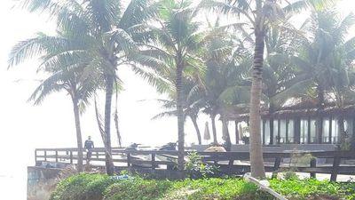 Bờ biển đẹp nhất hành tinh sạt lở sau cơn mưa đầu mùa