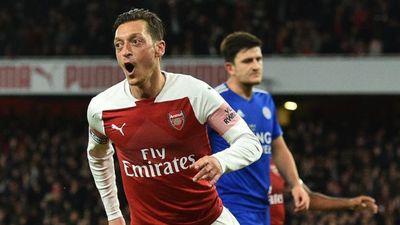 Oezil tỏa sáng, Arsenal có chiến thắng thứ 10 liên tiếp ở mọi mặt trận