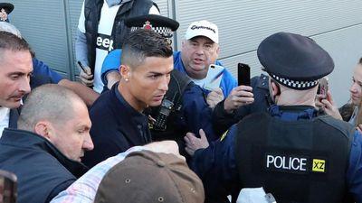 Ronaldo trở lại Manchester khiến CĐV 'phát cuồng'