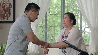 'Gạo nếp gạo tẻ' tập 72: Bà Mai khóc hết nước mắt tha thiết cầu xin Kiệt đừng ly hôn Hân