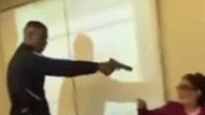 Pháp: Học sinh dùng súng giả đe dọa giáo viên ngay trong lớp học