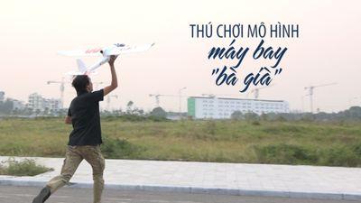 Xem máy bay 'bà già' bay lượn trên bầu trời Hà Nội