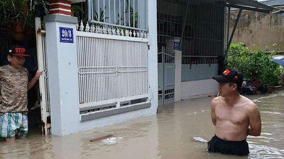 Nha Trang chìm trong biển nước, Quốc lộ 1 tắc nghẽn