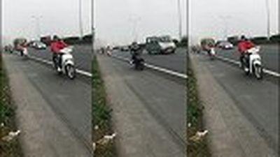 Đoàn phượt thủ liều lĩnh phóng xe máy như bay trên cao tốc Pháp Vân- Cầu Giẽ