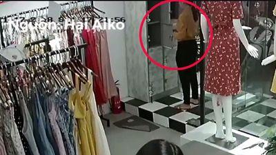 'Nữ quái' giả vờ mua quần áo rồi mở tủ cuỗm túi xách
