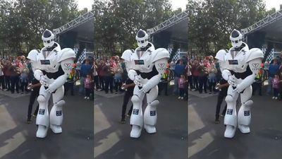 Robot nhảy theo điệu Despacito cực đẹp gây sốt
