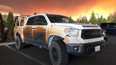 Toyota đổi xe cho y tá lái ôtô qua 'biển lửa' cứu người