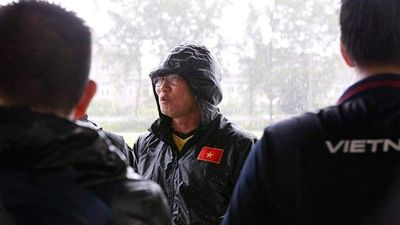 Mưa trắng trời, Việt Nam suýt phải hủy lịch tập ở Myanmar