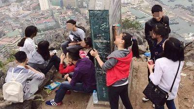Vẽ bậy lên di tích - 'thú vui' khó bỏ của người Việt