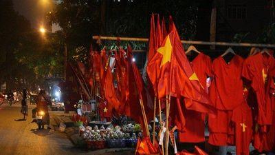 AFF Cup 2018: Thị trường bán đồ cổ vũ im ắng sau trận hòa đáng tiếc của Việt Nam