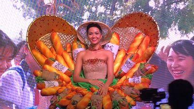 Dù bị chê 'kém sang', Bánh Mì vẫn trở thành Quốc phục chính thức được H'Hen Niê mang đến Miss Universe 2018