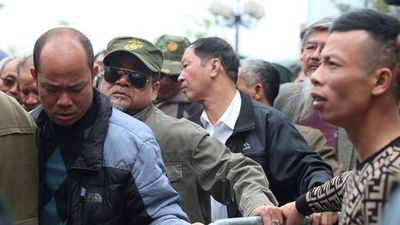 Hàng trăm thương binh phá cửa lao vào trụ sở VFF