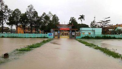 Học sinh Quảng Nam nghỉ học vì ngập lụt