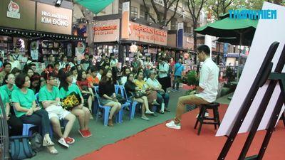 Hàng trăm bạn trẻ chen kín đường sách vì 'hiện tượng thơ' Nguyễn Phong Việt