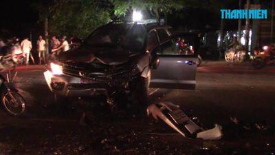 Honda Civic và Toyota Fortuner nát đầu sau va chạm, 3 người bị thương