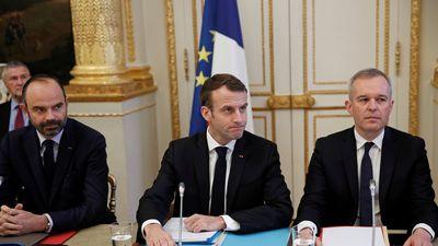 Paris dọn dẹp sau bạo loạn, Tổng thống Macron đối thoại với Áo phản quang vàng